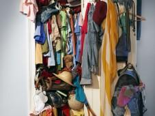 cluttered-closet-clothes-mess